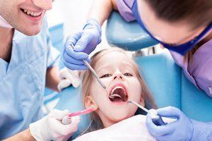 лечить зубы у ребенка